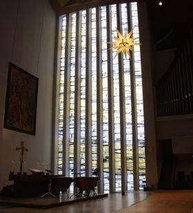 Neue Nikolaikirche Harvestehude, Großes Fenster