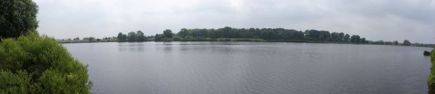 Panorama-Blick über den Fluss Dove Elbe bei Hamburg-Allermöhe